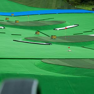 ゴルフ練習場の打席